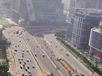 Air quality improves but remains 'poor'