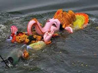 Ganesh Chaturthi: Idol immersion threatens to choke Yamuna again