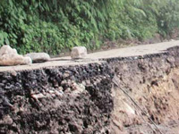 Fresh landslide cuts off Darjeeling-Mirik road link
