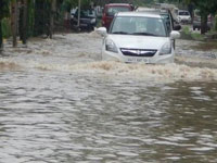 Flash flood hits Manali village